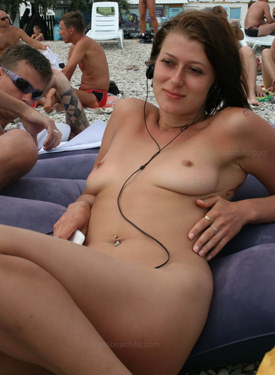 Sexy candid nude asses and slut on the summer beach