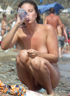 Amazing nude girl candid beach shots