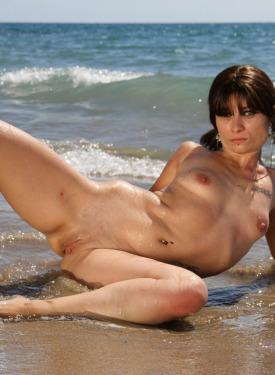 Sea shore posing in black bikini before going nude